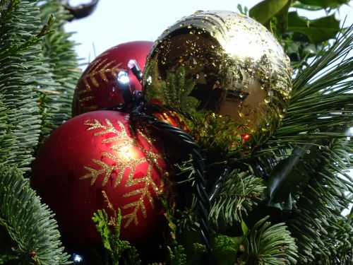 Christmas Morning Dew Baubles