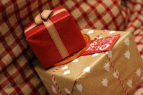 christmas present ribbon card