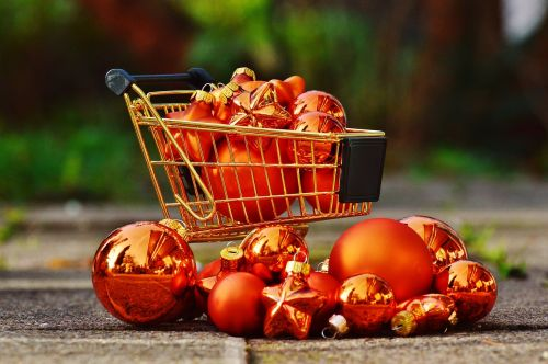 christmas shopping shopping cart christbaumkugeln