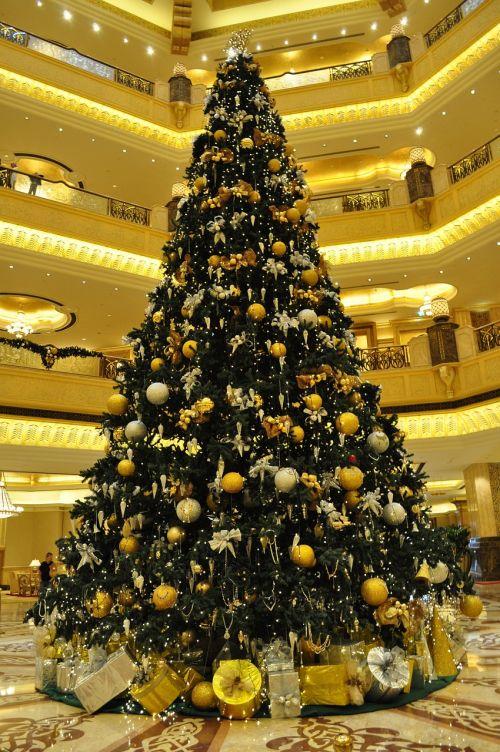 christmas tree abu dhabi emirates palace hotel