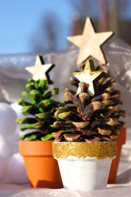 christmas tree pine cones star