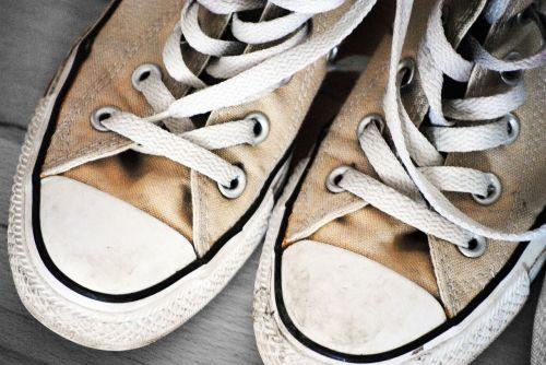 chuck's converse shoes