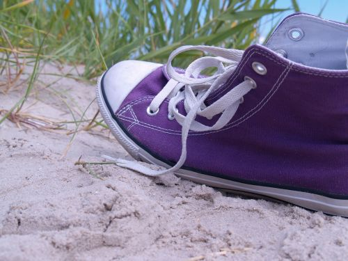 chuck's sneaker beach
