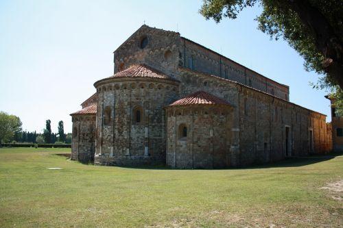 church romanesque style pisa