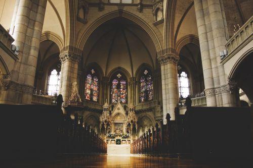 bažnyčia,interjeras,viduje,krikščionis,katalikų,garbinimo namai,barokas,Romos katalikų,pastatas,menas,kirsti,krikščionybė,tikėjimas,religija,architektūra,istoriškai,vitražas,lankytinos vietos,altorius,Dom,auksas,Jėzus,katedra,skydas,sėdėti,tuščia,gauja,žemė,senas,gotika,antklodė,šviesos paplitimas,ornamentas,langas,architektūrinis stilius,saulė,arkos