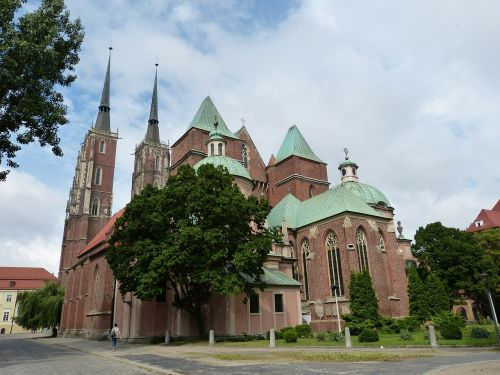 church dom building