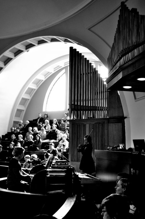 church organ play