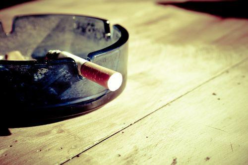 cigarečių,rūkymas,dūmai,pelenai,cigarečių galas,nikotinas,tabakas,nesveika,netikras,pakreipti,peleninė,angelai,nudegimai,priklausomybe,kant,cigarečių užpakalis