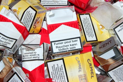 cigarečių dėžė,tuščia,nesveika,rūkymas,nikotinas,priklausomybe,labai priklausomybę,įprotis,įspėjimai