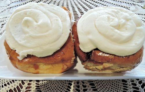 cinnamon bun cream cheese topping yeast bread
