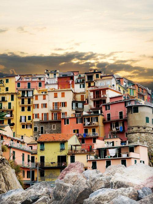 cinque terre colourful houses manarola