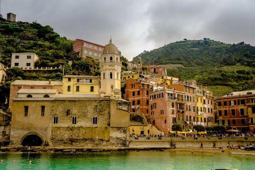 cinque terre,italy,papludimys,amalfi pakrantė,pastatai,vaizdingas,kranto linija,pakrantė,vandenynas,pajūryje,bažnyčia