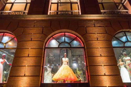 miestas,ekrano langas,vakaras,parduotuvės langas,parduotuvė,boutique,rodyti