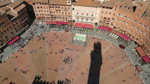 city piazza del campo hers