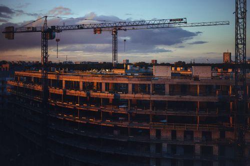miestas,architektūra,mėlynas,debesys,spalva,spalva,statyba,kranas,kranai,žemyn,inžinerija,aukštas,pramoninis