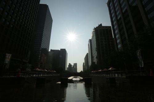 city sunrise seoul cheonggyecheon stream