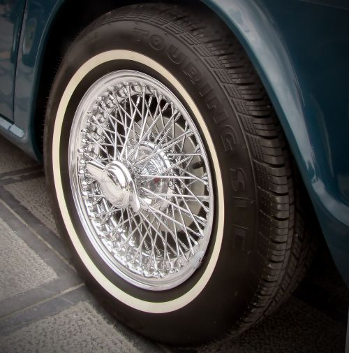 automotive classic spoke wheel