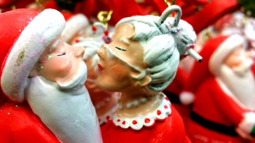 Clauses Kissing