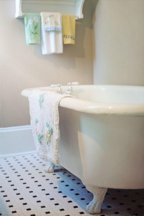 claw foot tub bathtub vintage