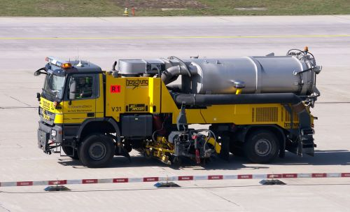 cleaning vehicle airport sweeper