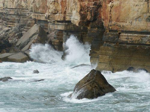 cliff wave cascais