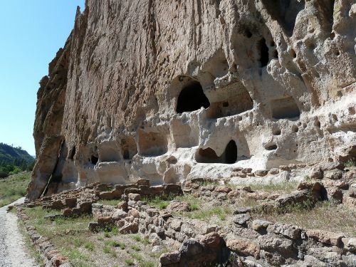 cliff dwelling bandelier national monument