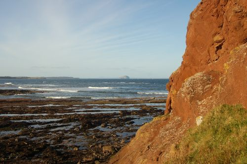 cliff edge rocks bass rock