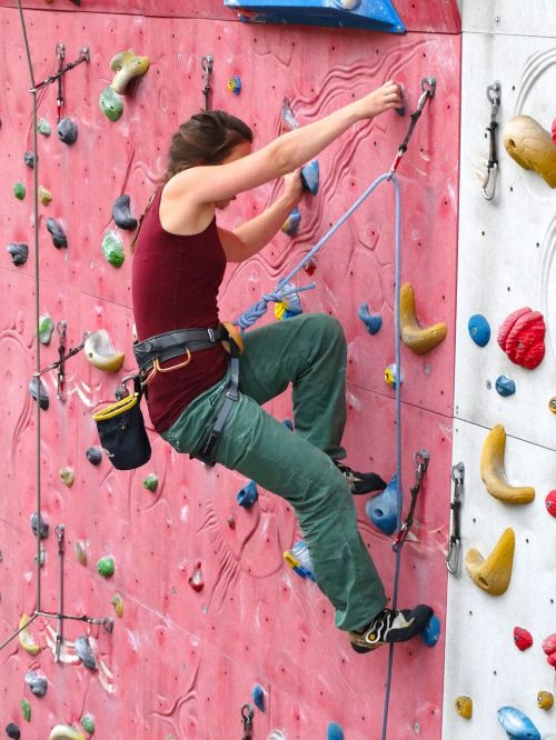 climber woman arm strength
