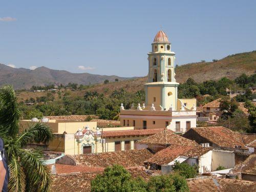 laikrodis,bokštas,architektūra,pastatas,orientyras,miestas,kelionė,senas,Šalis,laikrodzio bokstas,žinomas,Kuba,Trinidadas,kaimas,kalnai,stogai
