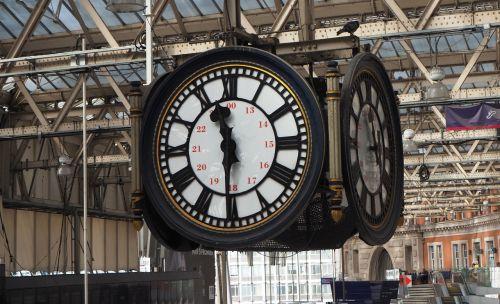 clock waterloo station london