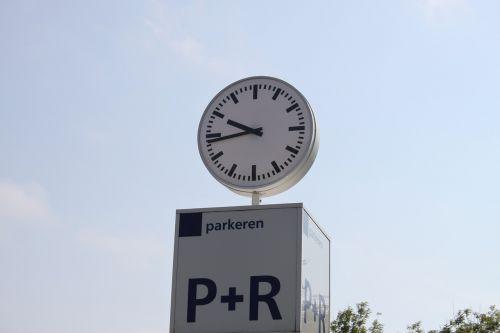 clock chance of rain time