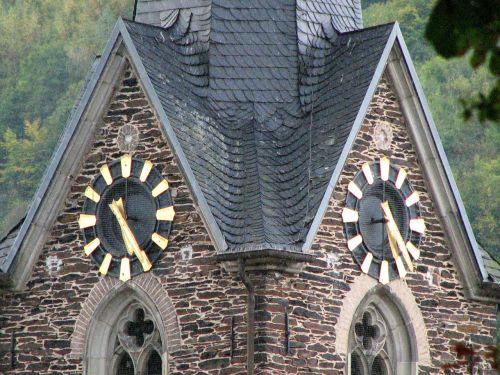 laikrodis,bažnyčios laikrodis,laikas,laikrodzio bokstas,laikas,laikrodžio veidas,laikas nurodant,karjero akmuo,neef,Mosel,valandą,minutė,auksinis,pastatas,bokštas,žymeklis