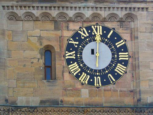 laikrodis,laikrodzio bokstas,laikrodžio veidas,laikas nurodant,valandą,architektūra,pastatas,žymeklis,auksinis,bažnyčios laikrodis,istoriškai,bamberg,judėjimas,laikas,pietūs,12 punktas,vidurdienis,romėniški skaitmenys,smėlio akmuo,mūra