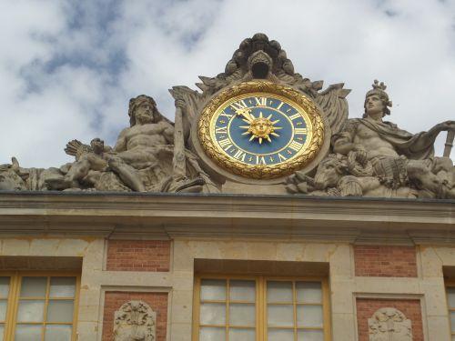 clock time versailles