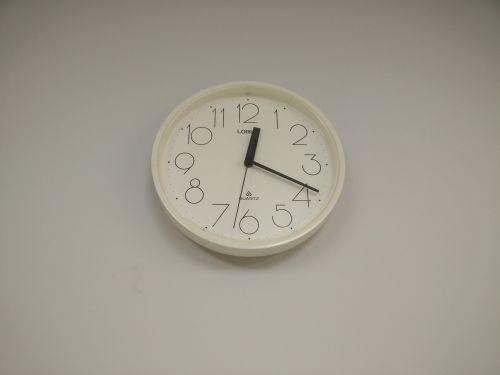 clock clock on wall time
