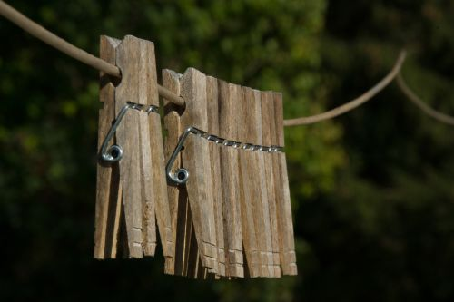 clothes pins clothes line hang