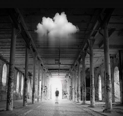 dangus,gamykla,patalpose,fikcija,vyras,lietus,vienas