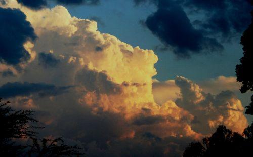 cloud haphazard tufts