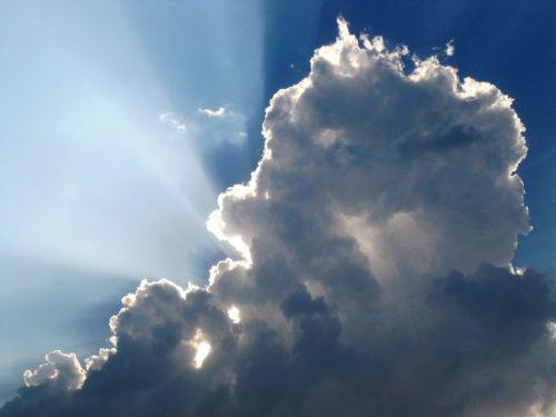 cloud,sun,rays,sunlight,sunny,horizon,sky,blue,fluffy,high,cloudscape,weather,cloudy,overcast,environment,forecast