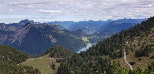 cloud  valley  lake