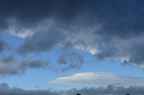 Cloud-shaped UFO