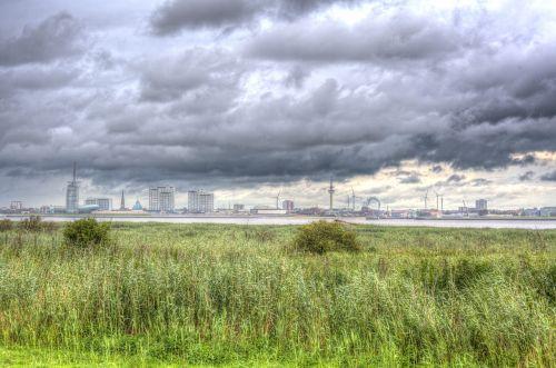 clouds bremerhaven skyline