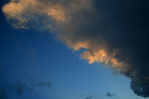 clouds dark edged