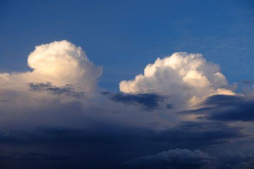 debesys,griauna,dangus,oras,audros debesys,gamta,nuotaika,kraštovaizdis,grasinanti,tamsūs debesys,vasaros debesys,oro temperamentas,plūdė,gewitterstimmung,cloudscape,debesuotumas,atmosfera,cumulus,Gamtos jėga,gamtos reiškinys,debesies kalnai,debesys krūva,debesys formos,šviesa,kubo debesys,dramatiškas dangus,saulės šviesa,debesis bokštai,juoda ir balta,meteorologinis reiškinys,debesų danga,audra