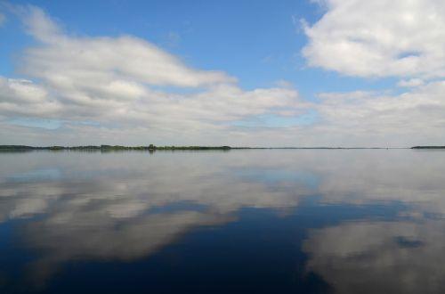 debesys,ežeras,kraštovaizdis,vanduo,dangus,veidrodis,veidrodis,mėlynas,gamta
