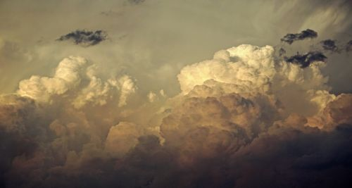 clouds threatening gloomy
