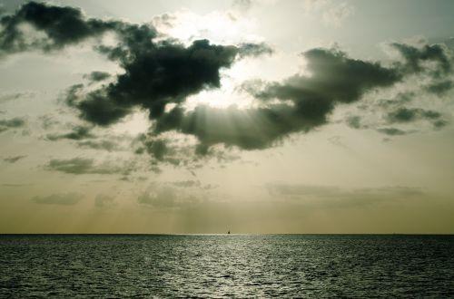 cloudscape light beam ocean