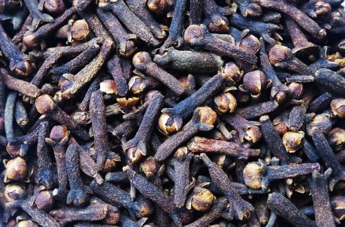 cloves pepper aromatic