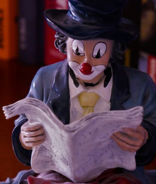 clown figure read