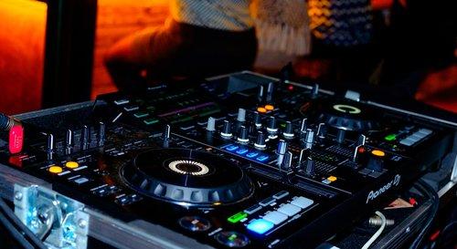 club  disco  dancing